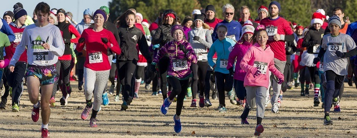 Runners in a winter 5K race